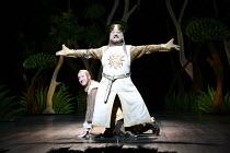 Monty Python^s SPAMALOT   book & lyrics: Eric Idle   music: John Du Prez & Eric Idle   director: Mike Nichols <br>,l-r: David Birrell (Patsy), Simon Russell Beale (King Arthur),Palace Theatre, London...