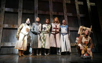 Monty Python^s SPAMALOT   book & lyrics: Eric Idle   music: John Du Prez & Eric Idle   director: Mike Nichols <br>,l-r: Simon Russell Beale (King Arthur), Tom Goodman-Hill (Sir Lancelot), Robert Hands...