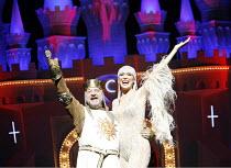 Monty Python^s SPAMALOT   book & lyrics: Eric Idle   music: John Du Prez & Eric Idle   director: Mike Nichols <br>,Simon Russell Beale (King Arthur), Hannah Waddingham (The Lady of the Lake),Palace Th...