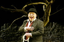 'WAITING FOR GODOT' (Beckett) Gerard Murphy (Pozzo) Theatre Royal, Northampton                    20/02/2003