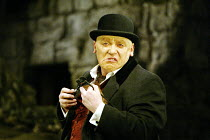 'WAITING FOR GODOT' (Beckett)~Gerard Murphy (Pozzo)~Theatre Royal, Northampton                    20/02/2003