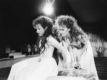 THE TAMING OF THE SHREW   by Shakespeare - director: Di Trevis <br>~l-r: Sara Mair-Thomas (Bianca), Sian Thomas (Katharina) ~Royal Shakespeare Company (RSC), Regional Tour 1985/86~(c) Donald Cooper/Ph...