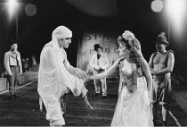 THE TAMING OF THE SHREW   by Shakespeare - director: Di Trevis <br>~Alfred Molina (Petruchio), Sian Thomas (Katharina) ~Royal Shakespeare Company (RSC), Regional Tour 1985/86~(c) Donald Cooper/Photost...