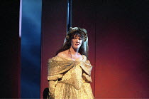 THE TAMING OF THE SHREW   by Shakespeare - director: Gale Edwards,III/ii: Josie Lawrence (Katherina) ,Royal Shakespeare Company / Royal Shakespeare Theatre   Stratford-upon-Avon   21/04/1995,