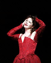 'THE TAMIMG OF THE SHREW' / F26,Josie Lawrence (Katherina),RSC/Barbican  4/1996 ~(c) Donald Cooper/Photostage   photos@photostage.co.uk   ref/F26