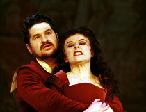 'THE TAMING OF THE SHREW' (Shakespeare)~Stuart McQuarrie (Petruchio), Monica Dolan (Katherine)~RSC/The Pit  27/10/1999 ~(c) Donald Cooper/Photostage   photos@photostage.co.uk   ref/A25