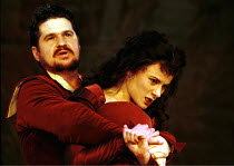 'THE TAMING OF THE SHREW' (Shakespeare),Stuart McQuarrie (Petruchio), Monica Dolan (Katherine),RSC/The Pit  27/10/1999 ~(c) Donald Cooper/Photostage   photos@photostage.co.uk   ref/A28