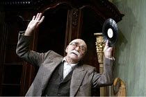'THE PRICE' (Arthur Miller - director: Sean Holmes)~Warren Mitchell (Solomon)~Tricycle Theatre production / Apollo Theatre, London W1                  11/09/2003