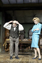 'THE PRICE' (Arthur Miller - director: Sean Holmes)~Warren Mitchell (Solomon), Sian Thomas (Esther)~Tricycle Theatre production / Apollo Theatre, London W1                  11/09/2003