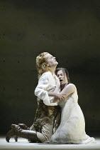 'ARIADNE AUF NAXOS' (Richard Strauss - conductor: Carlo Rizzi   director: Neil Armfield)~final scene: Peter Hoare (Bacchus), Janice Watson (Ariadne)~Welsh National Opera, New Theatre, Cardiff...