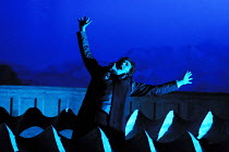 'ARIODANTE' (Handel)~fighting the waves: Sarah Connolly (Ariodante)~English National Opera/London Coliseum  WC2    06/03/2002