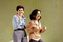 'COSI FAN TUTTE' (Mozart)~l-r: Soile Isokoski (Fiordiligi), Helene Schneiderman (Dorabella)~The Royal Opera/Covent Garden, London WC2   15/11/2001