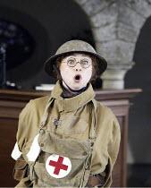 'COSI FAN TUTTE' (Mozart - coductor: Steuart Bedford   director: John Cox)~Lillian Watson (Despina)~Garsington Opera / England                    12/06/2004