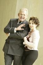 'COSI FAN TUTTE' (Mozart - conductor: Stphane Denve   director: Jonathan Miller)~Thomas Allen (Don Alfonso), Nuccia Focile (Despina)~The Royal Opera / Covent Garden   London WC2        25/09/2004