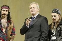 'COSI FAN TUTTE' (Mozart - conductor: Stphane Denve   director: Jonathan Miller)~l-r: Charles Castronovo (Ferrando), Thomas Allen (Don Alfonso), Christopher Maltman (Guglielmo), ~The Royal Opera / Cov...