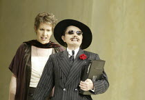 'COSI FAN TUTTE' (Mozart - conductor: Stphane Denve   director: Jonathan Miller)~l-r: Kristine Jepson (Dorabella), Nuccia Focile (Despina)~The Royal Opera / Covent Garden   London WC2        25/09/200...