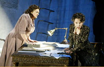 'ELEKTRA' (Richard Strauss)~l-r: Lisa Gasteen (Elektra), Felicity Palmer (Klytemnestra)~The Royal Opera / Covent Garden, London WC2           31/03/2003