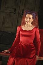 'FALSTAFF' (Verdi - conductor: Mark Wigglesworth   original director: Matthew Warchus),Susannah Glanville (Mistress Alice Ford),English National Opera / London Coliseum  WC2         15/10/2004,