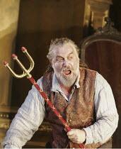 FAUST (Gounod - conductor: Maurizo Benini   original director: David McVicar),John Tomlinson (Mephistopheles),The Royal Opera / Covent Garden   London WC2         04/10/2004,