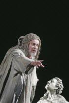 FAUST (Gounod - conductor: Maurizo Benini   original director: David McVicar),John Tomlinson (Mephistopheles), The Royal Opera / Covent Garden   London WC2         04/10/2004,