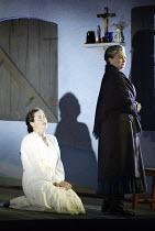 'JENUFA' (Janacek   conductor: Markus Stenz   director: Nikolaus Lehnhoff) l-r: Orla Boylan (Jenufa), Kathryn Harries (Kostelnicka Buryjovka) Glyndebourne Festival Opera / East Sussex, England   11/...