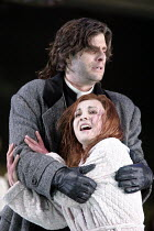 'LUCIA DI LAMMERMOOR' (Donizetti - conductor: Evelino Pido   director: Christof Loy)~Andrea Rost (Lucia), John Relyea (Raimondo Bidebent)~The Royal Opera / Covent Garden, London WC2  29/11/2003
