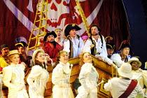 'THE PIRATES OF PENZANCE' (Gilbert & Sullivan)~~Savoy Theatre, London WC2  24/04/2001