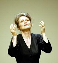 'THEODORA' (Handel)   (director: Peter Sellars)~Lorraine Hunt-Lieberson (Irene)~Glyndebourne Festival Opera / East Sussex, England     10/08/2003