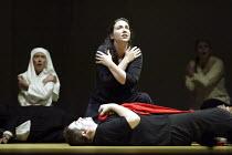 'THEODORA' (Handel - directors: Peter Sellars/Clare Whistler)~(top) Christine Rice (Irene), Stephen Wallace (Didymus)~Glyndebourne Touring Opera                                           18/10/2003