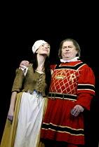 'THE YEOMEN OF THE GUARD' (Gilbert & Sullivan)~Maria Jones (Phoebe Meryll), Gareth Jones (Sergeant Meryll)~D'Oyly Carte Opera Company/Savoy Theatre  London WC2    17/04/2002