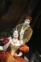 'LES CONTES D'HOFFMANN' (Offenbach - production: John Schlesinger   conductor: Richard Hickox)~Jennifer Larmore (Giulietta), Ruxandra Donose (Nicklaus)~The Royal Opera /   Covent Garden, London WC2...