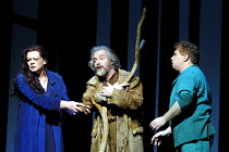 'PARSIFAL' (Wagner)~l-r: Violeta Urmana (Kundry), John Tomlinson (Gurnemanz), Stig Andersen (Parsifal) ~The Royal Opera/Covent Garden, London WC2     08/12/2001