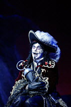 'PETER PAN' (J.M. Barrie)~Matthew Kelly (Captain James Hook)~Birmingham Repertory Theatre / Birmingham, England                     05/12/2002
