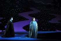 'DIE FRAU OHNE SCHATTEN' (Strauss)~l-r: Jane Henschel (Nurse), Deborah Voigt (Empress)~The Royal Opera/Covent Garden, London WC2                      09/10/2001
