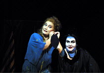'DIE FRAU OHNE SCHATTEN' (Strauss)~l-r: Gabriele Schnaut (Barak's Wife), Jane Henschel (Nurse)~The Royal Opera/Covent Garden, London WC2                      09/10/2001