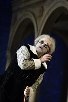 'GALILEO GALILEI' (Glass/Zimmerman/Weinstein)~Carl Halvorson (Older Galileo)~The Goodman Theatre / BITE:02   Barbican Theatre, London EC2                    01/11/2002