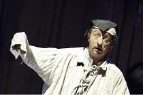 'GIANNI SCHICCHI' (Puccini   conductor: Vladimir Jurowski   director: Annabel Arden)~ Alessandro Corbelli (Gianni Schicchi)~Glyndebourne Festival Opera / East Sussex, England   01/07/2004