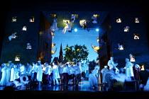 'DIE MEISTERSINGER VON NURNBERG' (Wagner)~end Act II~The Royal Opera / Covent Garden, London WC2   12/11/2002