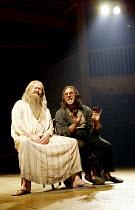 'THE MALCONTENT' (Marston)~l-r: Colin McCormack (Pietro, Duke of Genoa), Antony Sher (Giovanni Altofronto, disguised as Malevole)~RSC/Swan Theatre, Stratford-upon-Avon               20/08/2002