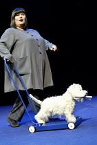 MY BRILLIANT DIVORCE by Geraldine Aron design: Francis O'Connor lighting: Jon Buswell director: Garry Hynes~Dawn French (Angela) with 'Axl'~Apollo Theatre, London W1                      24/02/2003