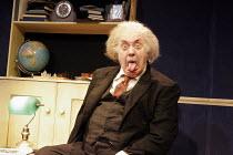 'ALBERT'S BOY' (by James Graham - director: Max Lewendel),Victor Spinetti (Albert Einstein),Finborough Theatre, London SW10       21/07/2005,