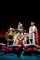 'ALICE IN WONDERLAND' (Carroll/Mitchell)~Liza Sadovy (Queen of Hearts), John Hodgkinson (King of Hearts)~RSC/Barbican Theatre, London EC1      13/112001