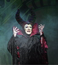 'SNOW WHITE & THE SEVEN DWARFS',Lily Savage (The Wicked Queen),Victoria Palace Theatre, London SW1                                  12/2004,
