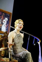 'DESIGN FOR LIVING' (Noel Coward)   (director: Peter Hall)~in New York: Janie Dee (Gilda)~The Peter Hall Company / Theatre Royal, Bath   England                  09/07/2003