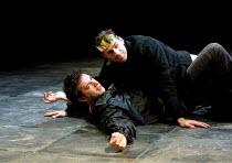 'EDWARD II' (Marlowe)~l-r: James D'Arcy (Gaveston), Joseph Fiennes (Edward II)~Crucible Theatre, Sheffield  13/03/2001