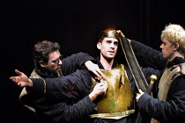 'EDWARD II' (Marlowe)~l-r: Tristan Sturrock (Baldock), Joseph Fiennes (Edward II), Ben Porter (Spencer The Younger)~Crucible Theatre, Sheffield  13/03/2001