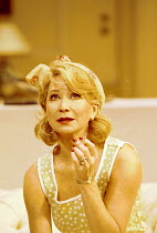 'FALLEN ANGELS' (Coward),Felicity Kendal (Julia Sterroll),Apollo Theatre, London W1  25/10/2000,