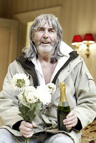 'HONEYMOON SUITE' (Richard Bean - director: Paul Miller)~John Alderton (Whitchell)~Jerwood Theatre Downstairs / Royal Court Theatre, London SW1                                    12/01/2004