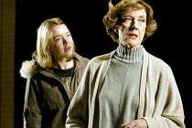 'HONOUR' (Murray-Smith)~l-r: Anna Maxwell Martin (Sophie), Eileen Atkins (Honor)~Cottesloe Theatre / National Theatre, London SE1         27/02/2003