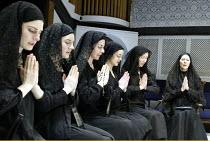 'THE HOUSE OF BERNARDA ALBA' (Lorca)~l-r: Leah Muller (Martirio), Daisy Ashford (Amelia), Anna Northam (Magdalena), Aimee Cowan (Adela), Paula Stockbridge (Angustias), Lynn Farleigh (Bernarda Alba)~Or...